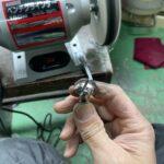 ボルトの金属磨き